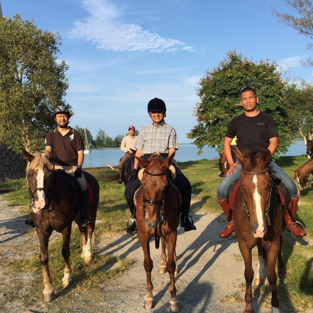Dato Mukhriz, Tun Mahathir and SM Hashim on horses