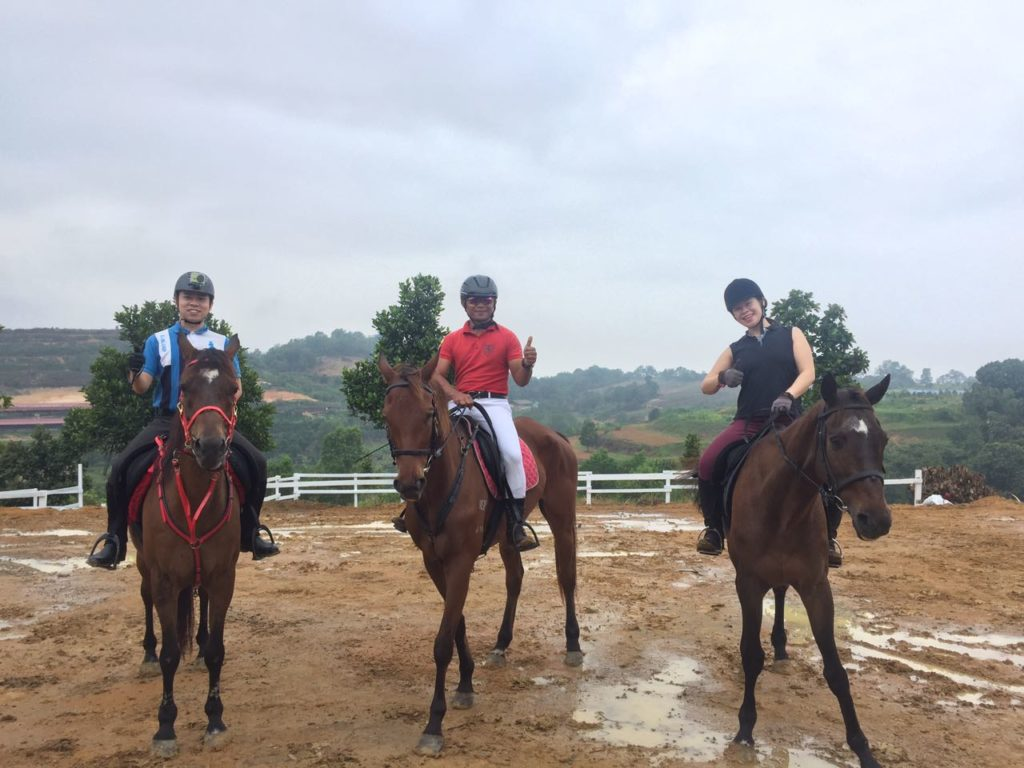 batu arang horse riding